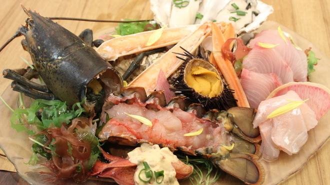 魚ビストロ WAIGAYA - 料理写真:ワイガヤの「贅沢」海鮮盛り合わせ/¥3980