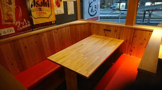 広島焼き どんき - 内観写真:テーブル席(4~6人 7人?)