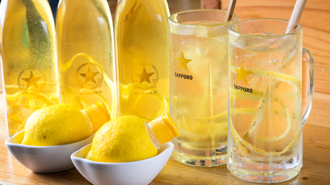 アカベコ - ドリンク写真:【中目黒 居酒屋】アカベコの人気レモンサワー!