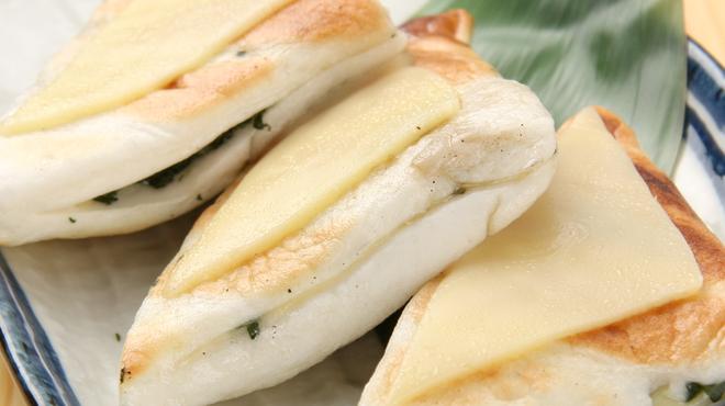 もつ焼のんき - 料理写真:みんな大好きはんぺんチーズ!