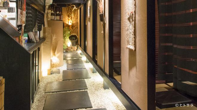 和創酒膳 零 - 内観写真:和のテイストを大切にした内装で、一歩入ると時間を忘れる空間