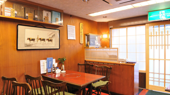 かめや - 内観写真:1階テーブル席