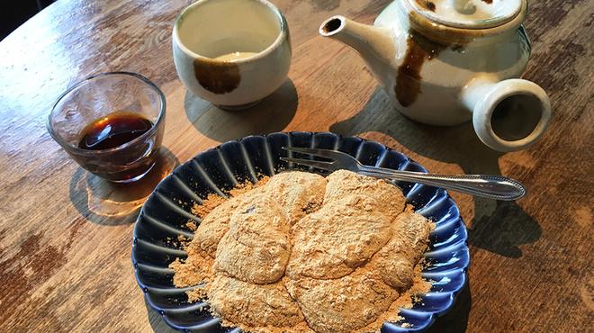 新宿御苑 ろまん亭 - 料理写真:わらび餅 ドリンク付き 1000円