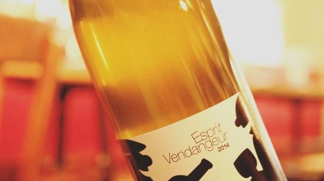 アルルの食堂 urura - ドリンク写真:フランスの自然派ワインを、来店のたび違うラインナップでお楽しみいただけます。