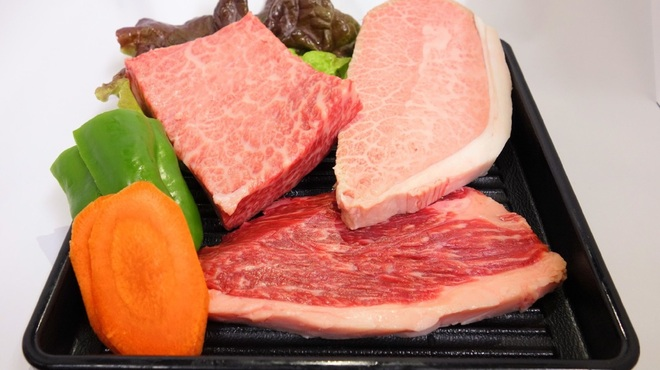 Yaホ - 料理写真:ステーキ3種!このお肉が食べ放題!