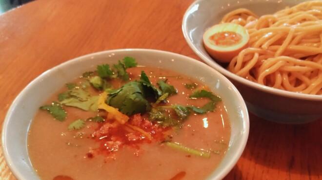 タカンタ食堂 - 料理写真:坦々つけ麺  〜極太麺によく絡む坦々スープには、特製ラー油と相性ピッタリのパクチー!もちろんパクチー追加も出来ますよ!