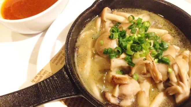 ラ・ベットラ・ダ・ジータ - 料理写真:【今月のオススメ!】とりきのこ~唐辛子オイル添え~