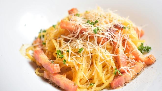 ピッツェリア ブル - 料理写真:カルボナーラ
