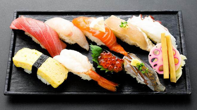 まぐろと魚貝とうまい酒 成増 寿し常 - メイン写真: