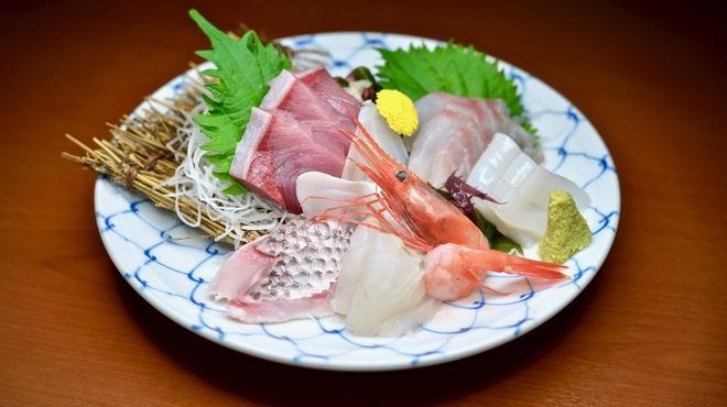 氷見 魚市場食堂 - メイン写真: