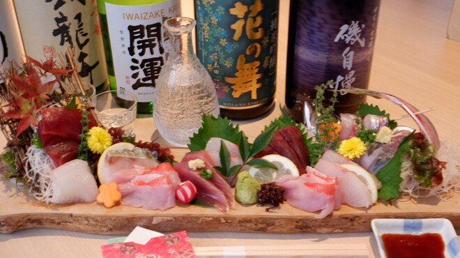 駿河湾さんせん - ドリンク写真:日本酒とお造り