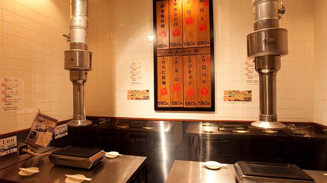 新宿食肉センター 極 - 内観写真: