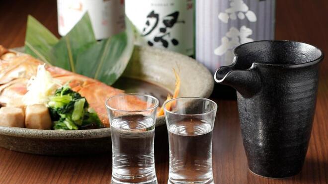 さかなさま - ドリンク写真:ゆっくりとお酒を楽しんでください