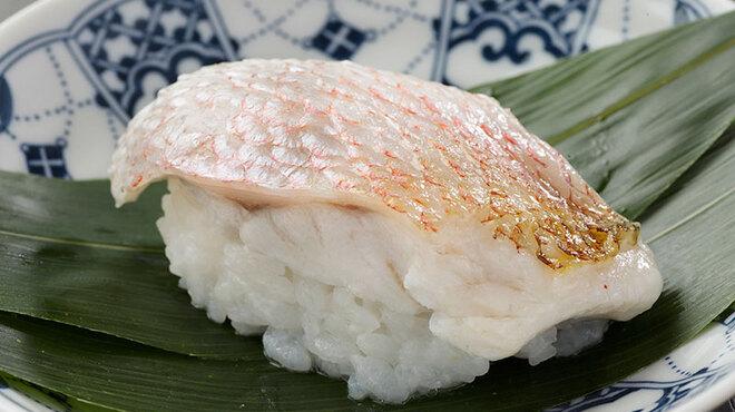 寿司 さ々木 - 料理写真:店人気の二大名物「のどぐろの蒸し寿司」