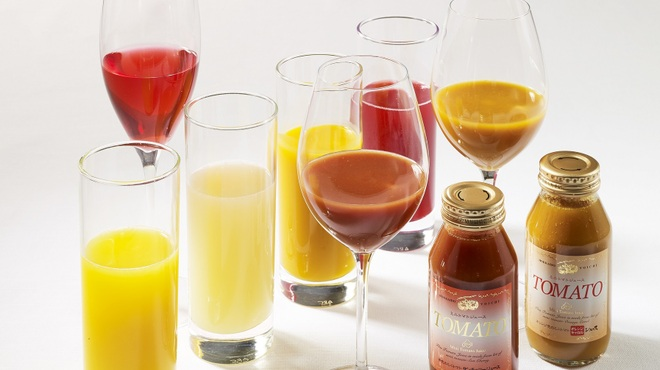 レストラン・ブリーズ・ヴェール - ドリンク写真:バリエーション豊かな朝食時のドリンク ハウスメイドヴィネガードリンク、マンゴー、クランベリー、オレンジ、グレープフルーツ、黄色と赤色の有機トマトジュース