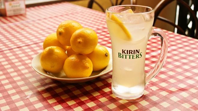 ベイカナーズ - 料理写真:季節限定!red hot chikenピザにあわせてレモンサワーもどうぞ!