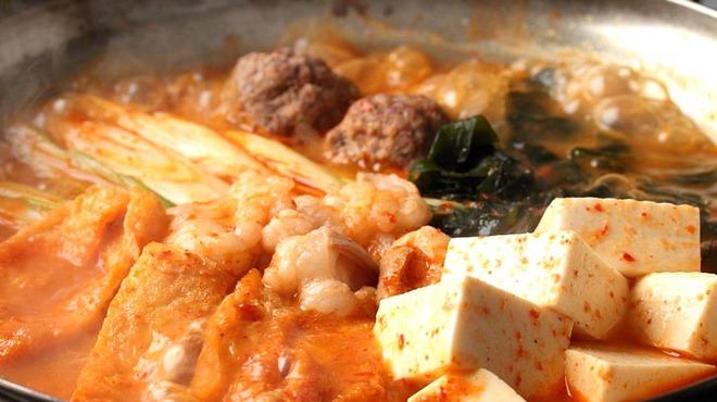 ホルモン大和 - 料理写真:食べたらやみつき^-^唐辛鍋