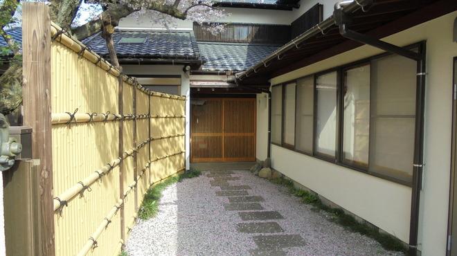 博多水たき元祖 水月 - 外観写真:個室、宴会場入口玄関
