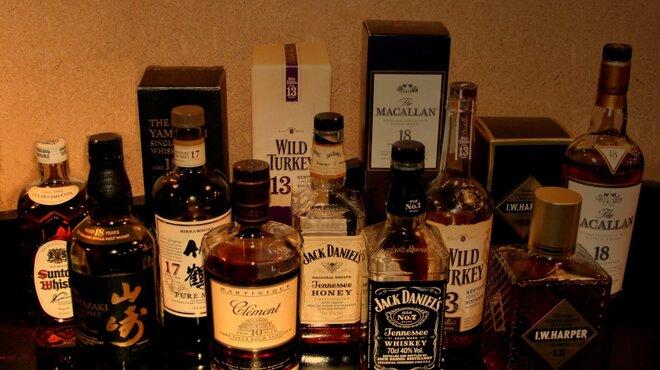 あそ路 - ドリンク写真:洋酒の棚にはプレミアムなウイスキー