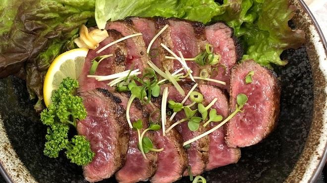一魚一恵  - 料理写真:A4~A5ランクの但馬牛ステーキ丼です!