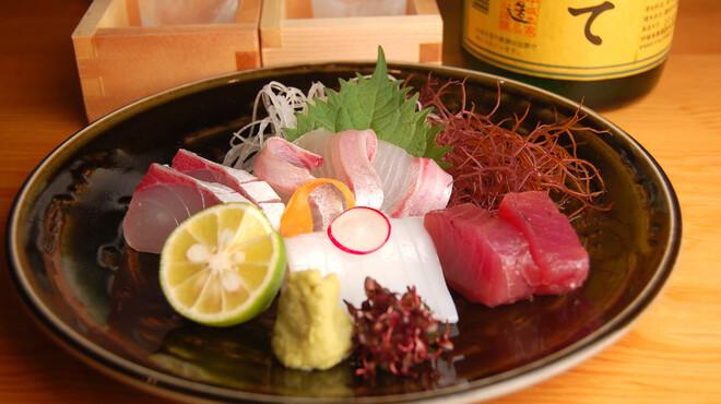 和肴 鉄板 アキラ - 料理写真:旬のお造り盛り合わせ