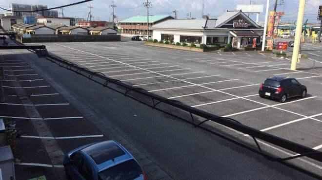金大来 - 外観写真:広い共用駐車場(駐車の心配なし)