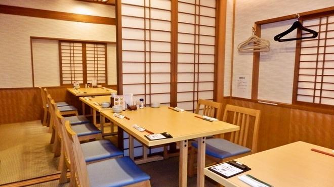 沼津魚がし鮨 - 内観写真:小上がり席