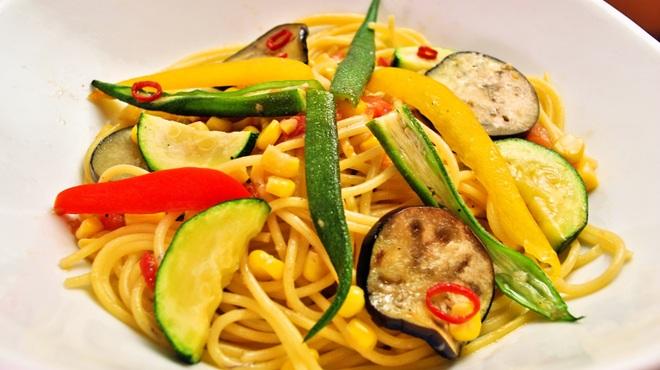 ランチ&バー 花菜 - 料理写真:夏野菜のペペロンチーノ