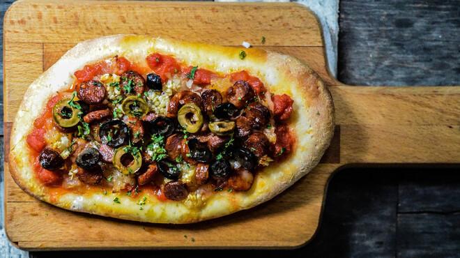 バル・ロッサ・ロッサ - 料理写真:カタルーニャ式ピザのコカも堪能あれ
