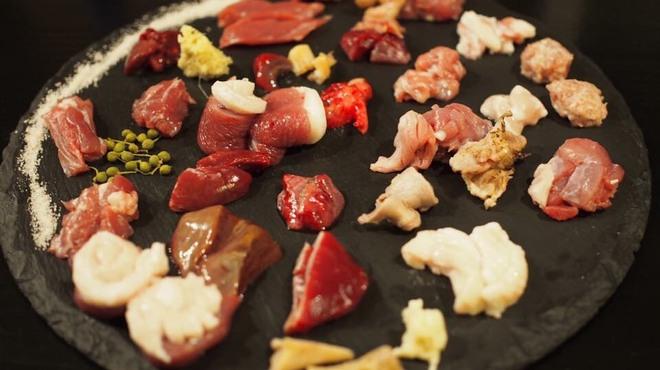 鴨屋のビストロ肉酒場 ねぎまplus - 料理写真:鴨刺しもモチロンやってます!