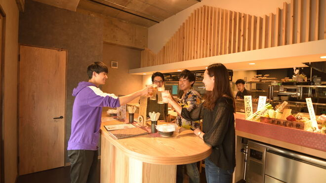 食道楽とさか - 内観写真:立ち飲みカウンター♪ちょい飲み利用に☆