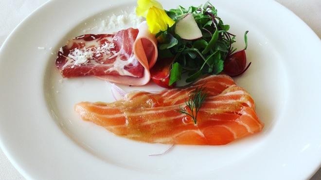 シャトーレストラン ナパ・バレー - 料理写真:前菜の一例。富士山サーモンのマリネ