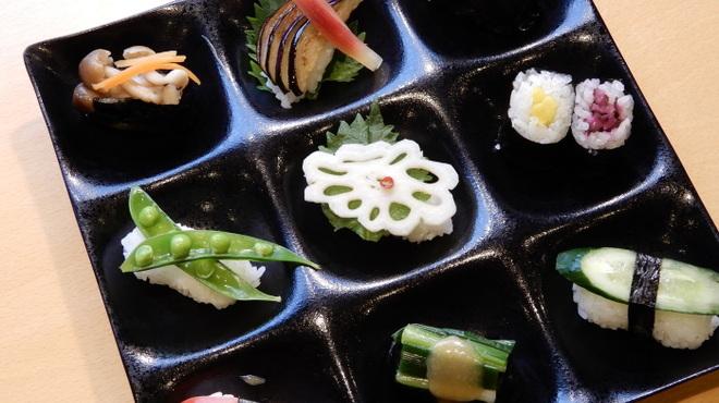 ぎゃあてい - 料理写真:定食メニュー 名物 おばんざい寿司プレート