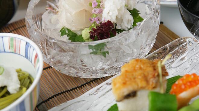 魚三楼 - 料理写真:素材を活かしたお味
