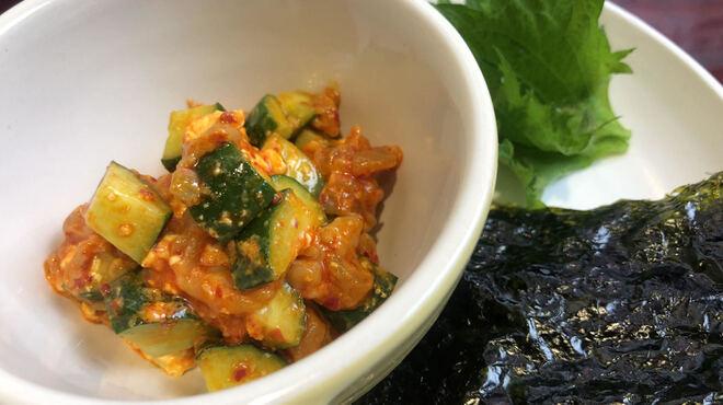 鳥弥三 - 料理写真:チャンジャとアボカドの韓国海苔巻き