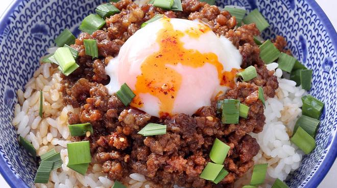 """自家製麺 魚担々麺・陳麻婆豆腐 """"dan dan noodles"""" - 料理写真:温玉肉味噌丼"""