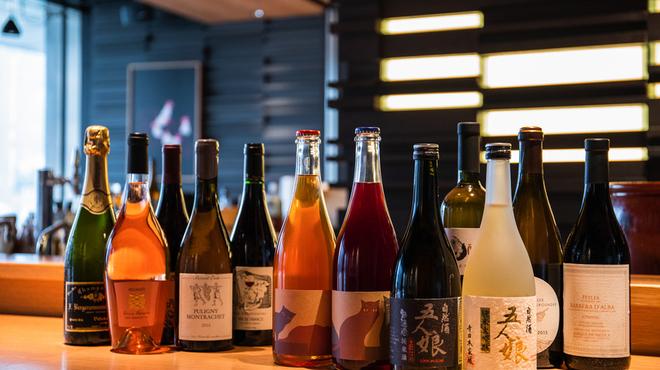 鳥歐 - ドリンク写真:豊富な自然派ワイン