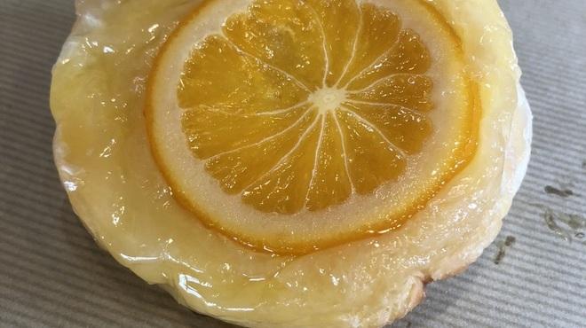 ブーランジェリー リシェット - 料理写真:オレンジのクイニーアマン 200円