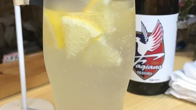 我流 たつみ - ドリンク写真:岡山レモンサワー 岡山レモン果汁100%のこだわりレモンサワー