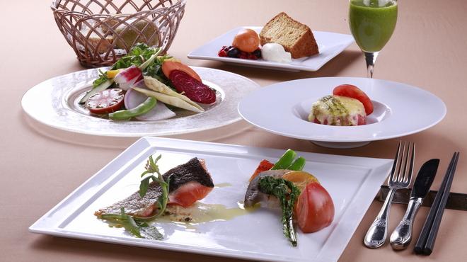 野菜がおいしいレストラン LONGING HOUSE - 内観写真:5皿コースランチ