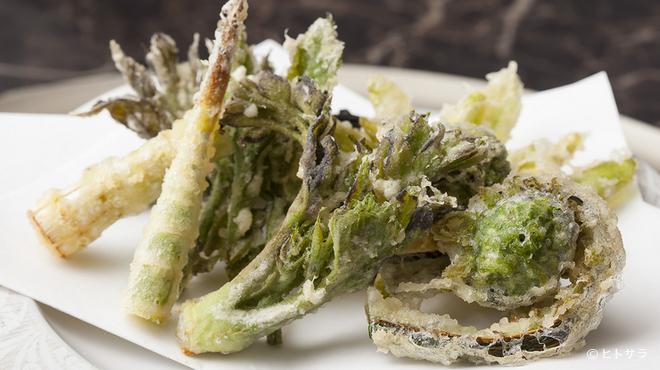 天ぷら わかやま - 料理写真:大地の恵みを味わい尽くせる! 『季節の山菜の天ぷら』