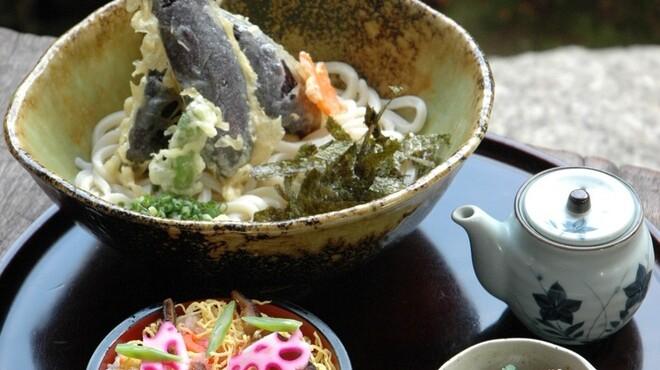郷屋敷 - 料理写真:季節のぶっかけうどん 1100円