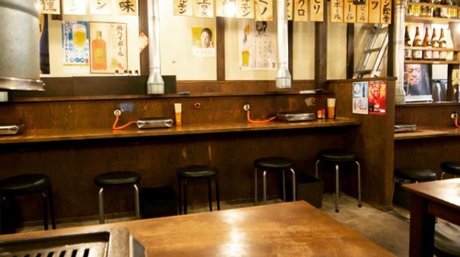 焼肉問屋 半蔵 - 内観写真: