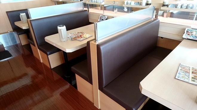 沼津魚がし鮨 - 内観写真:テーブル席6名様掛け
