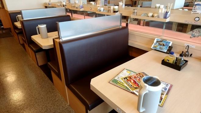 沼津魚がし鮨 - 内観写真:テーブル席4名様掛け