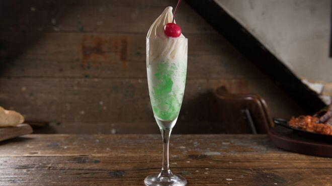 肉バルブッチャーズ 八百八 - 料理写真:食べるメロンクリームソーダ