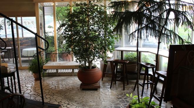 ガーデン&クラフツ カフェ - 内観写真:カウンター席