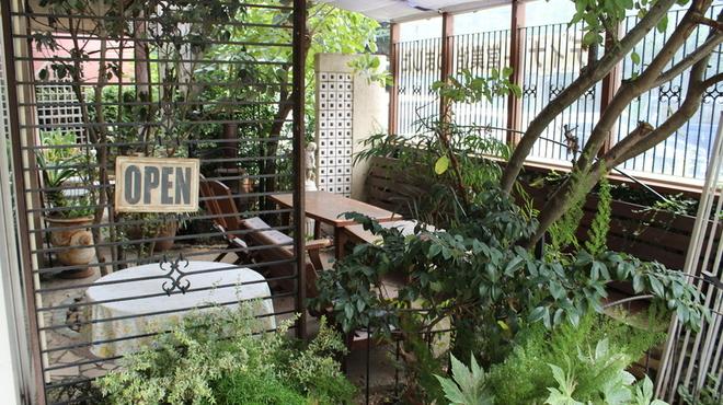 ガーデン&クラフツ カフェ - 内観写真:テラス席 ペット可