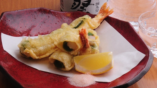 ときすし - 料理写真:海老と蓬麩の湯葉巻き揚げ