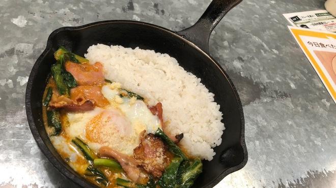 野菜を食べるカレーcamp - 料理写真:小松菜とベーコンの南インド風カレー